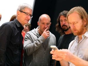 jony-ive-tim-cook