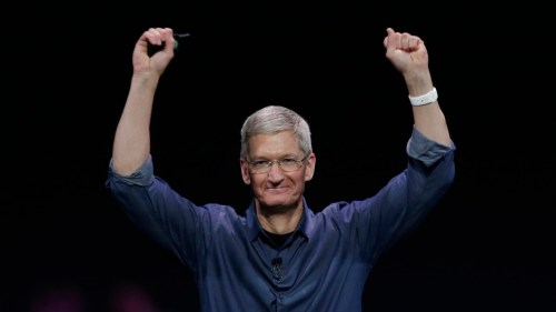 tim-cook-hands-up