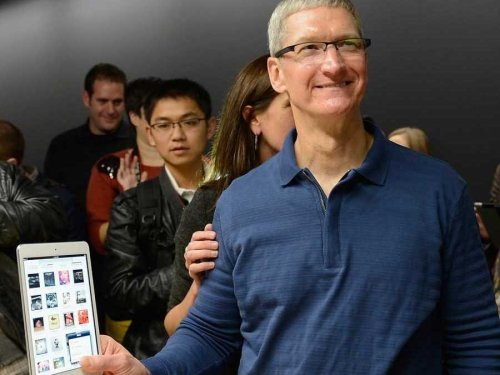 tim-cook-ipad-mini-16